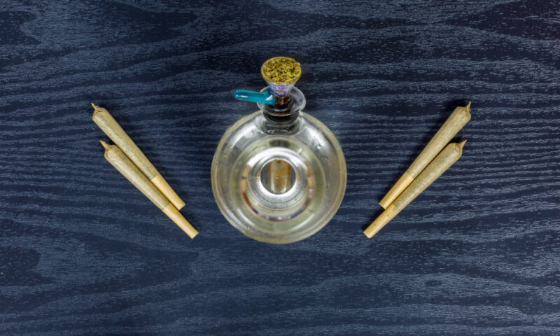 Joints vs. Bongs: Which is the Better Way to Smoke Weed?
